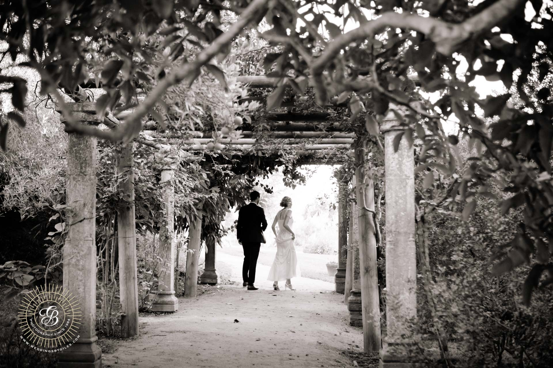 bride and groom in Spanish garden