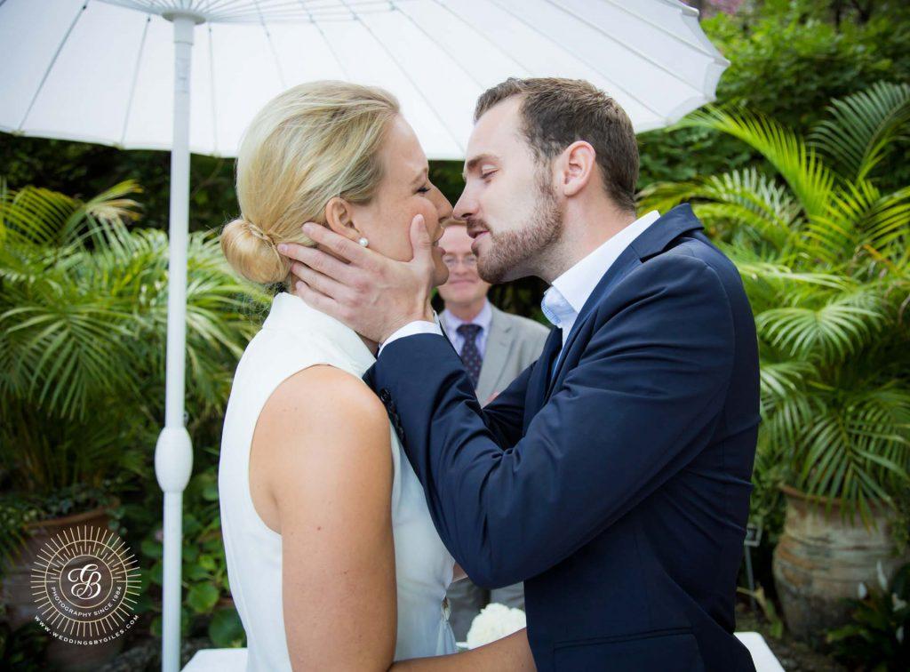wedding kiss in Gibraltar