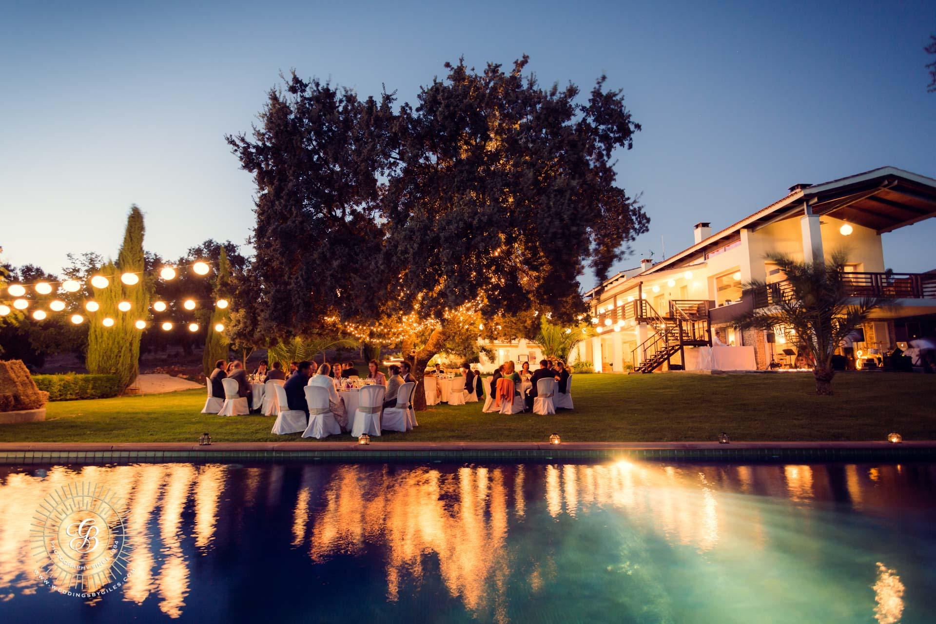pool side wedding dinner