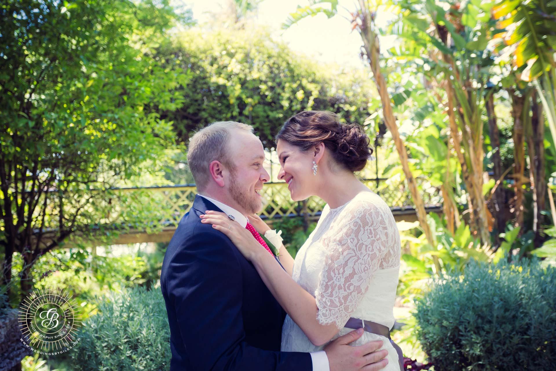 wedding kiss in the alemeda gardens