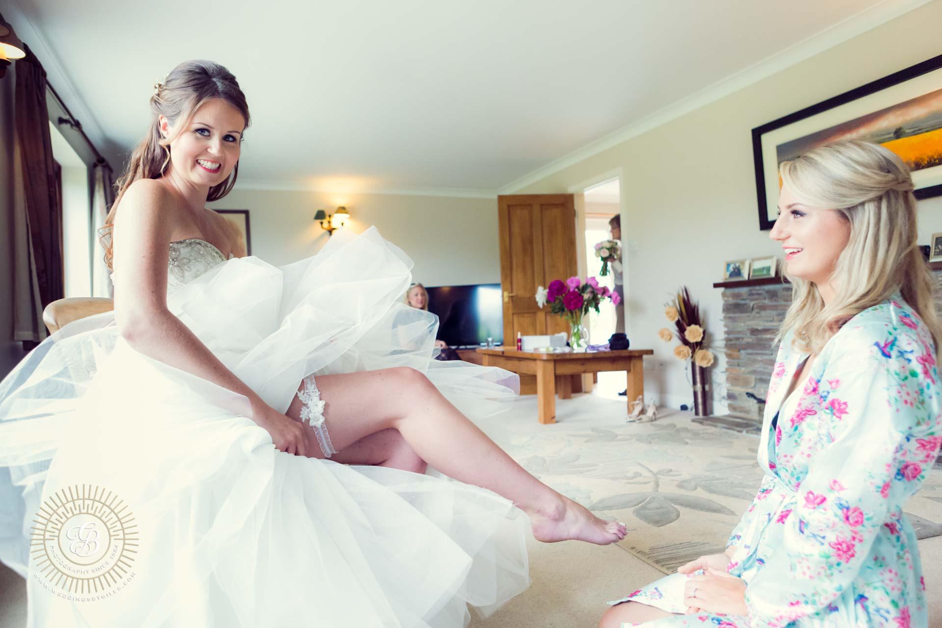 The birdes wedding garter