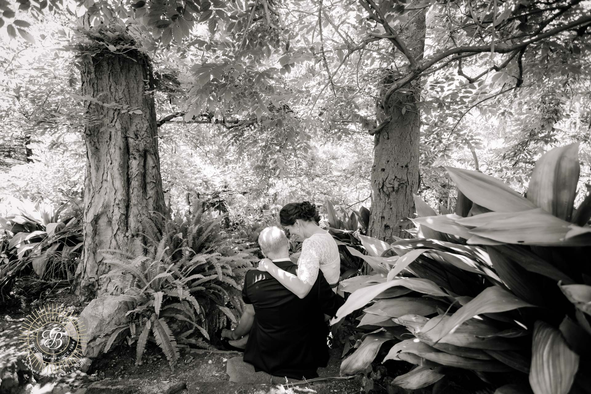 bride and groom in the alemeda tropical gardens