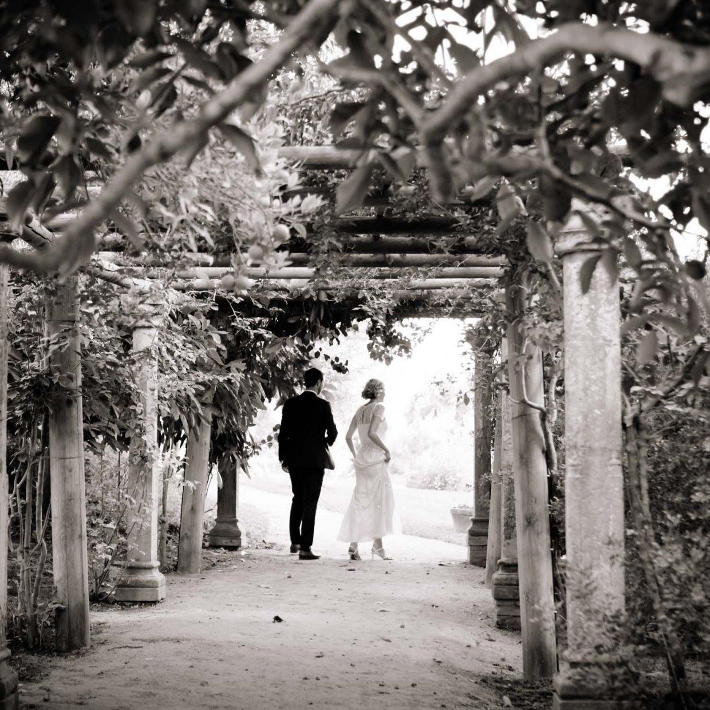 bride and groom in garden at Faín Viejo
