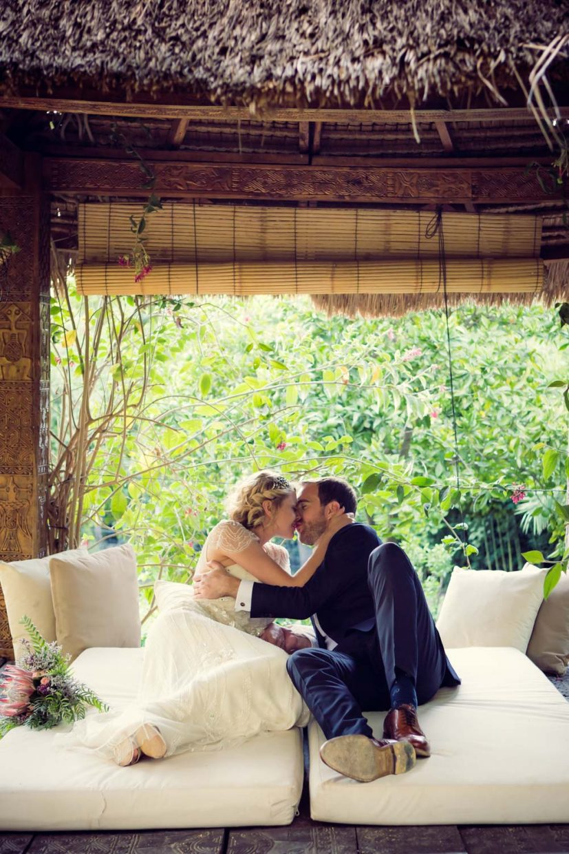 bride and groom kissing at Faín Viejo