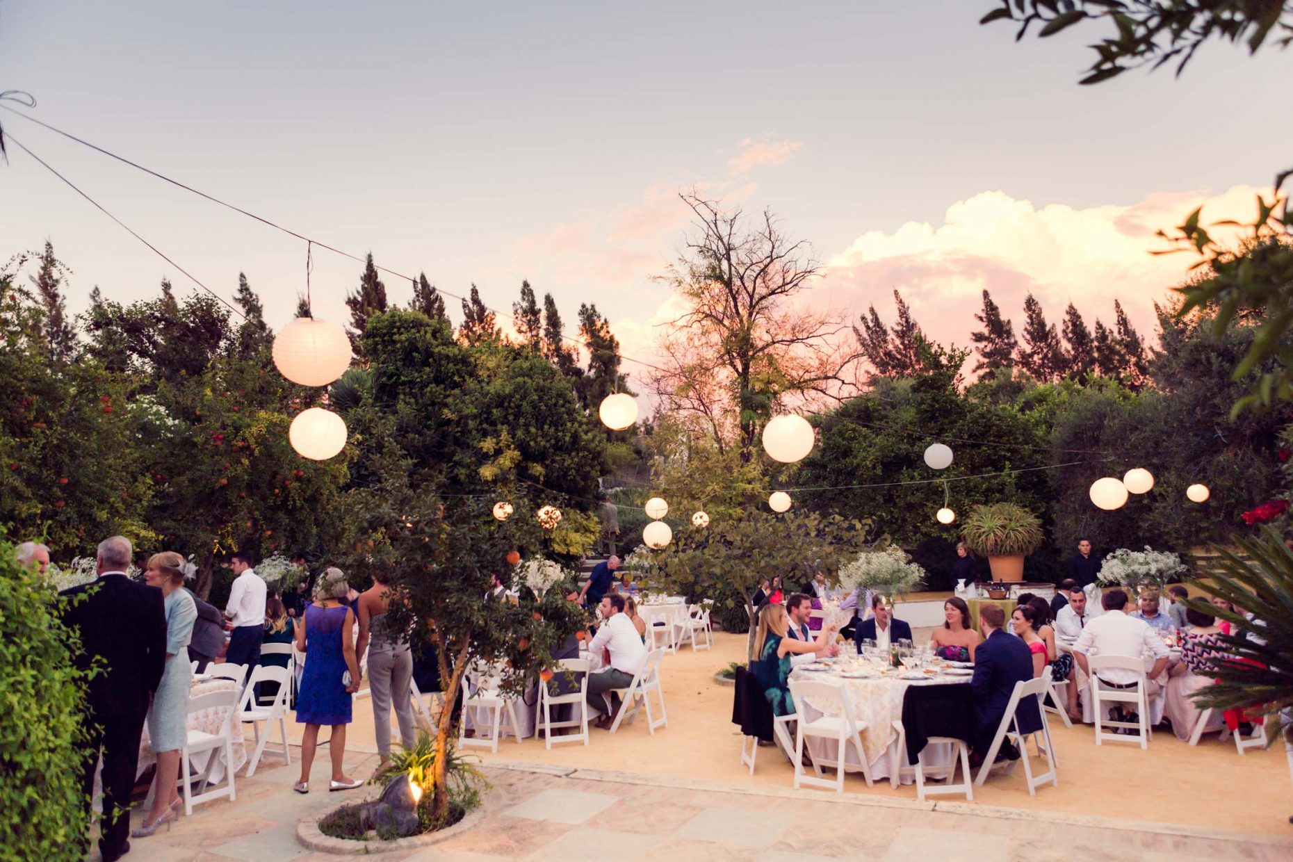 open air dinning at Spanish wedding at Faín Viejo