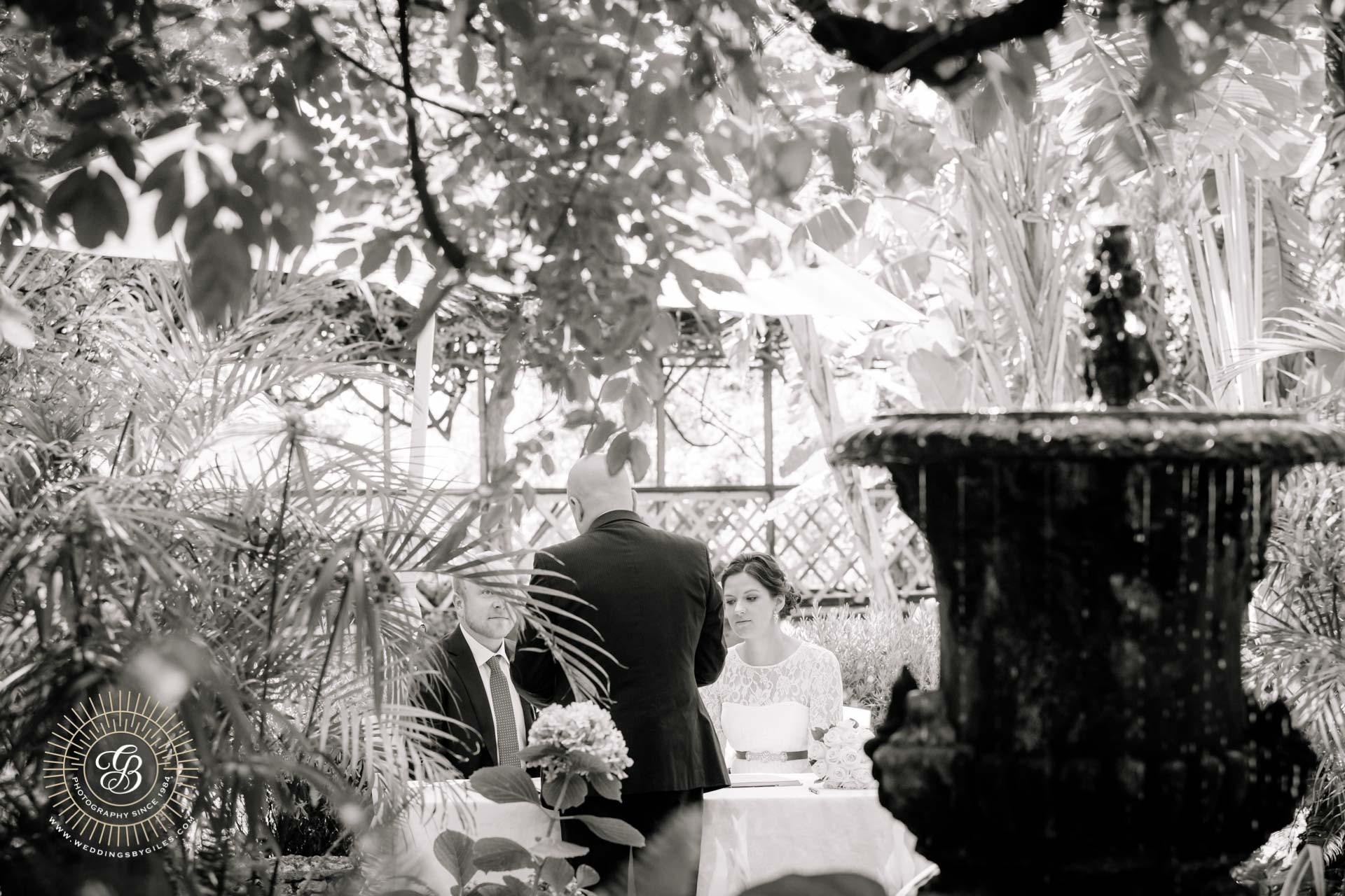 elopement wedding briefing with the registrar